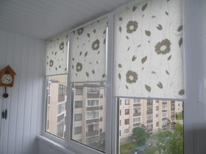 Установка рулонных штор на пластиковые окна в Королёве